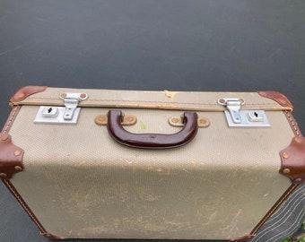Travel Bag Vintage Storage. Travel Bar Vintage Small Picnic Case Vintage Luggage Bag Loft Decor Travel Case Travel Suitcase