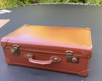 vintage ,marked REGO trademark ,made in England,cheney,retro large brown leather suitcase / traveling case , W61cm