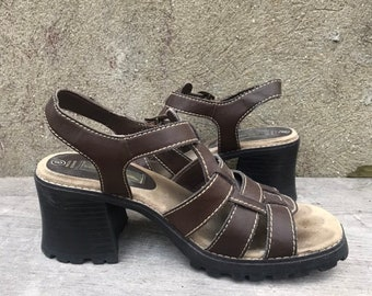fb373bcfc178 Vintage 90s No Boundaries Brown Faux Leather Chunky Heel Buckle Strap  Sandles Size 8