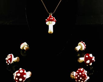 MUSHROOM PENDANT - Amanita Muscaria, hand sculpted Glass mushroom Pendants