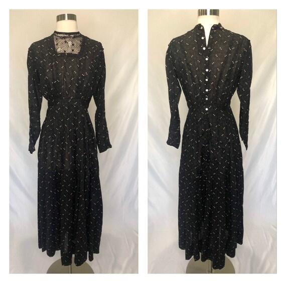 Antique Victorian fine cotton print dress, lace at
