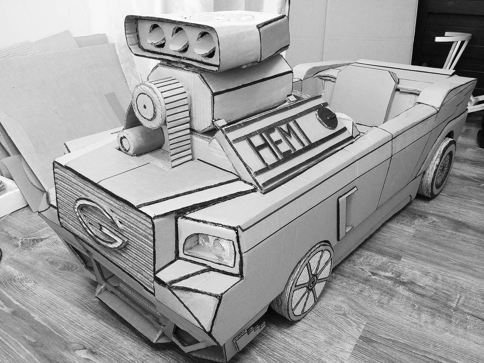 Cardboard Art Sculpture Practical Toy Car Hemi V8 Engine