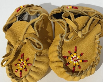 Baby moccasin/baby booties : Navajo Handmade Beaded Baby Moccasins for Boys or Girls