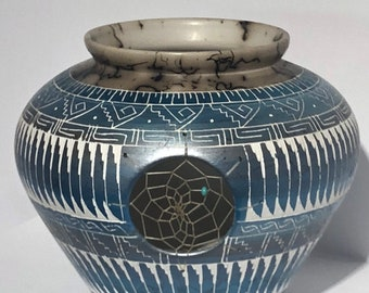 Native American Navajo Handmade Etched Horse Hair Pottery
