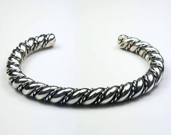 Native American Navajo handmade heavy gauge Sterling Silver bracelet
