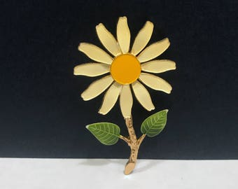 Daisy Flower Brooch - Vintage Floral Pin / Antique Jewelry / Spring Summer Flowers