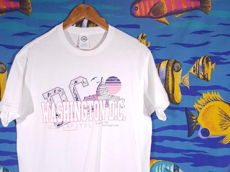 29e4d9a2afc1 90s Washington T-Shirt Size Medium Tourist Graphic Tee USA   Etsy
