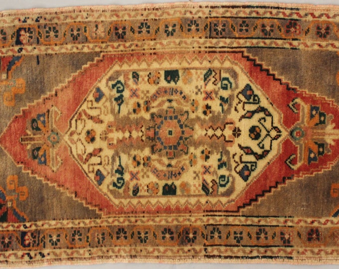 """1'8""""x3'8"""" Vintage Turkish Small Rug,Traditional,Ethnic,Tribal,Oriental Handwoven Wool Small Carpet"""