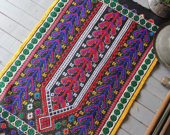 "2'6""x3'8""   Vintage BERGAMA Kilim Rug, Ethnic Turkish Kilim Rug, Bohemian Kilim Rug, Handwoven Prayer Kilim Rug"