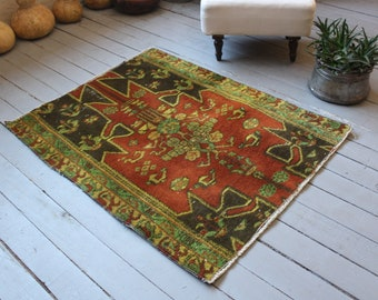 "2'7""x 3'4"" ft Vintage Turkish Anatolian Small Rug, Ethnic Rug with Organic Wool, Small Wool Doormat , Handwoven Door Mat"
