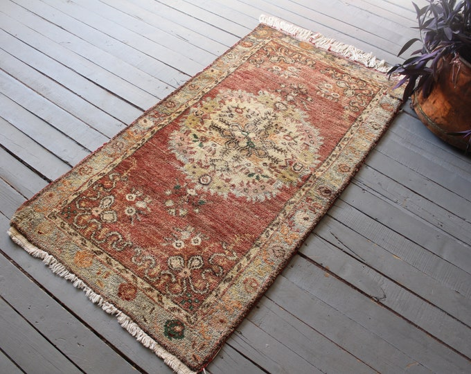 """2'6""""x4'9"""" ft  Vintage Anatolian Small Faded Red Rug, Vintage Low Piled Small Oushak Rug"""