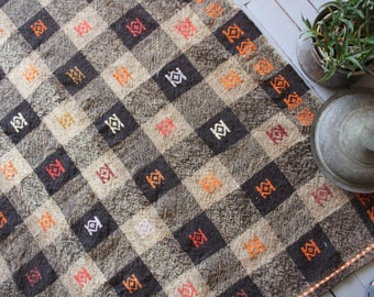 "4'9""x 10'4"" ft  Vintage Turkish Kilim Rug, Brown-Beige Plaid Kilim, Anatolian Kilim Rug"