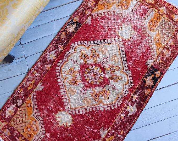 """2'4""""x4'6"""" ft Vintage Naturally Worn Red Wool Rug, Turkish Anatolian Handwoven Red Carpet,Small Vintage Rug, Antique Distressed Small Rug"""