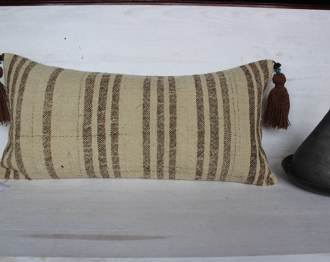 15x31 inch Beige Kilim Lumbar Pillow,Vintage Oversized Organic Kilim Pillow Cover,Beige Striped Natural Wool Kilim Lumbar Pillow Case