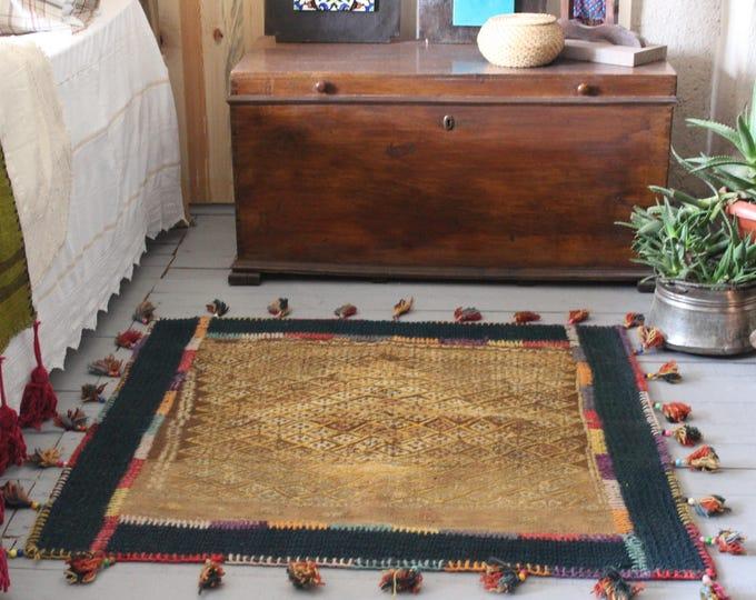 "3'3""x3'3"" Bohemian Style Distressed Patchwork Kilim Rug,Ethnic Kilim,Bedroom Kilim,Entry rug"