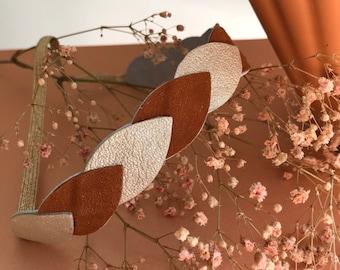 Headband in cognac leather petals