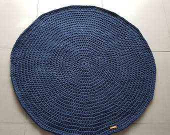 Round crochet rug available in different sizes and colors