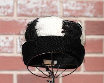 Vintage Hat// Black and White// Feathers// 1960