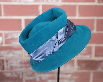 Vintage hat// velour// blue// 1970