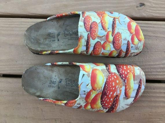 Vegane Upcycled schwer Fußbett Birkenstock Clogs, Damen Größe 6, funky Stoff Servietten Pilze