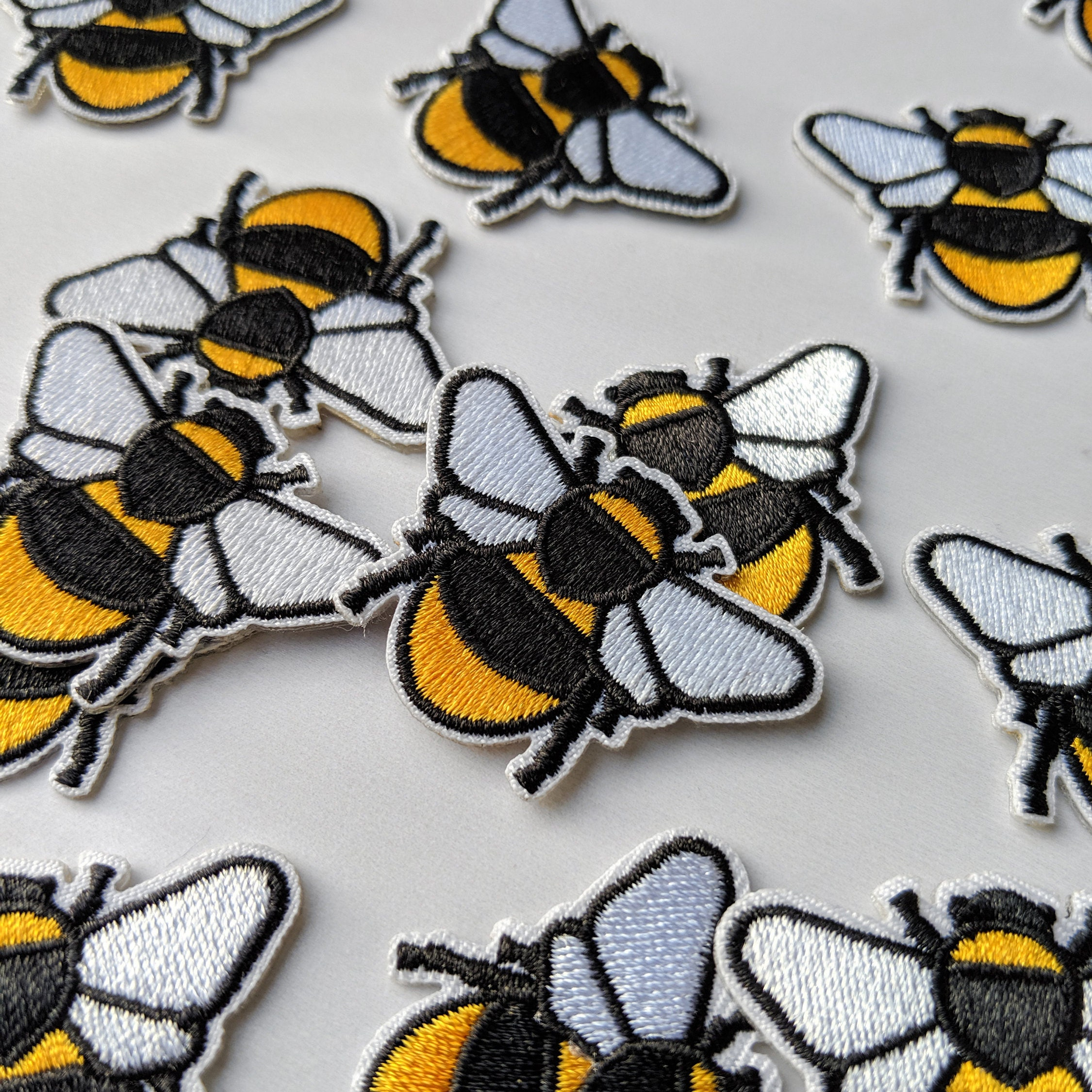 3 X Small Yellow /& Black Bumble Bee Worker BEE Iron//Sew On Embroidered Patch