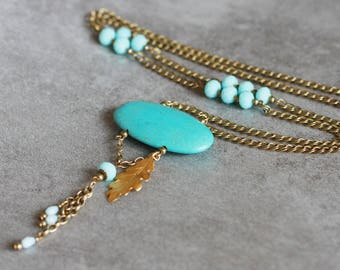 Cabochon turquoise and gold charm necklace