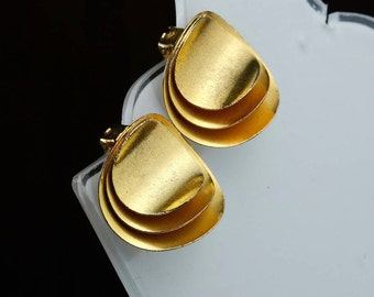 Vintage gold tone earrings waves shaped from 60s Italian style