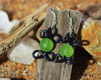 aluminum wire and bead black and green earrings