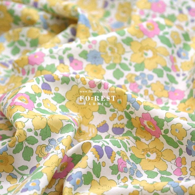 Organic Tana Lawn Cotton Fabric Liberty of London 50cm - Betsy Flower