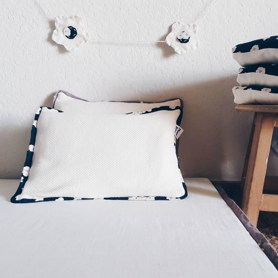 coussin d houssable oreiller et housse en coton biologique etsy. Black Bedroom Furniture Sets. Home Design Ideas