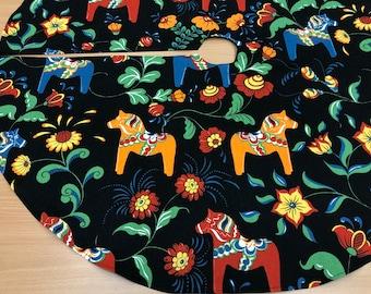 Dala Horse  Christmas tree skirt, Modern tree skirt,Swedish tree skirt, Scandinavian design, Black tree skirt