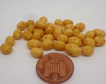 1;12 Scale 10 x Potatoes Dolls House Miniature Vegetable