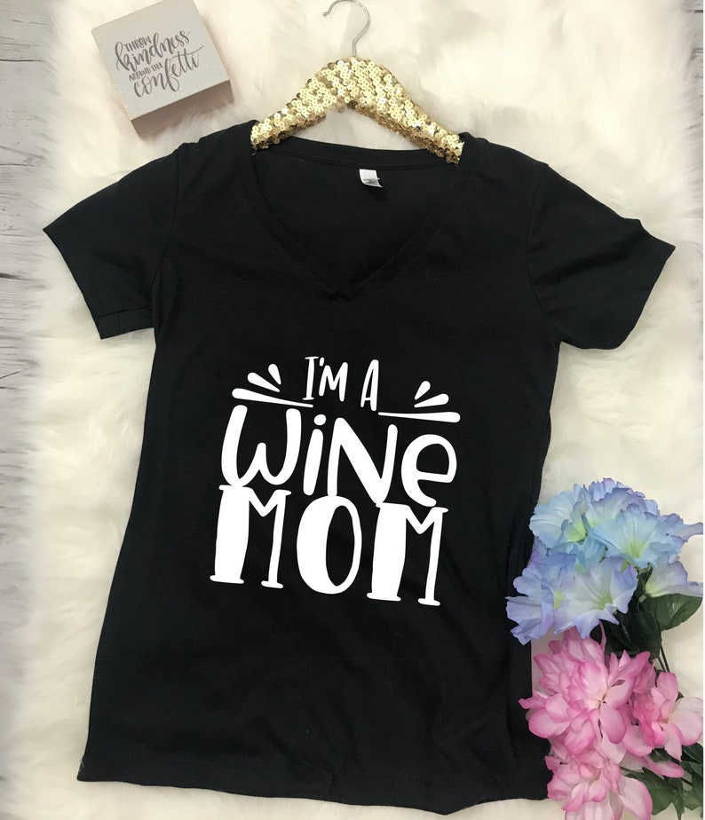 I'm a Wine Mom Graphic Tee Women's Tee Gift for Her image 0