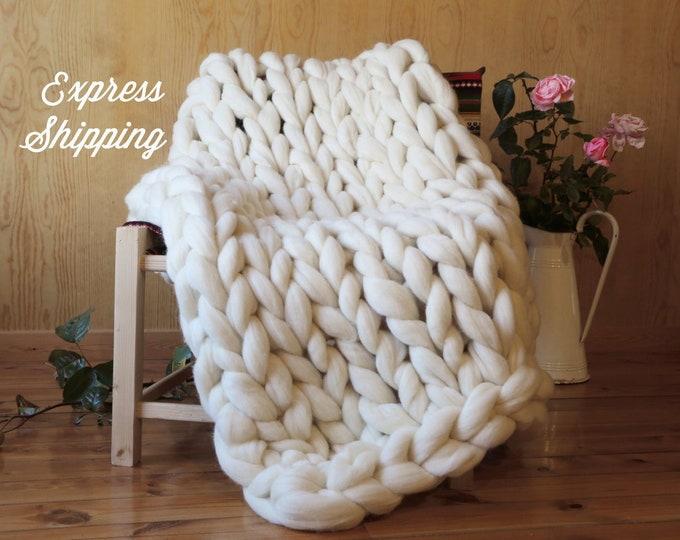 Manta de lana merino XXL tejido con brazos. Envío gratis a España