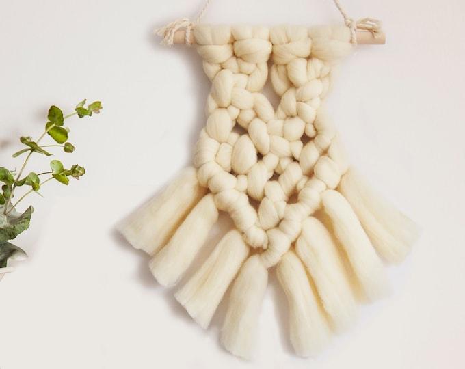 Colgante corazón en lana merina. Tapiz de pared, corazón de lana merina, lana merina XXL, Colgante estilo nórdico, decoración pared.