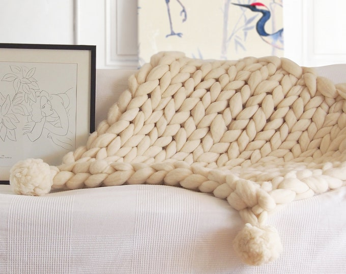 XXL blanket with pompoms, giant wool blanket, ecological wool, woven blanket with arms, Spanish wool, white giant wool.