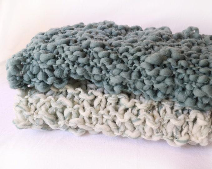Set de 2 mantitas de lana merina chunky para fotografía de bebés.