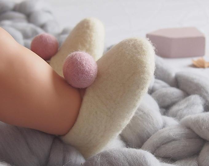 Zapatitos para bebé de Bolitas. Patucos de lana merina. Afeltrado a mano. Especial regalo para recién nacidos.