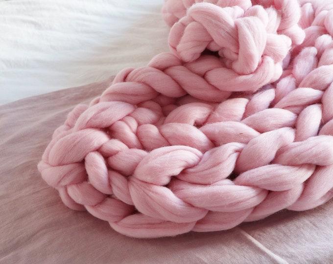 Manta merino XXL en rosa pastel. Estilo bohemio, ideas para regalar a niños, decoración de niño