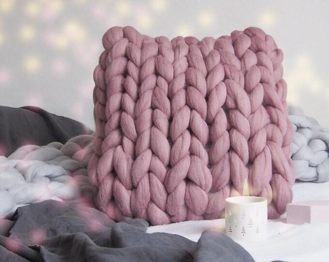 Cojín de lana XXL color rosa vino.