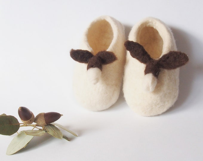Baby Acorn shoe, baby booties gift, merino wool booty, baby special gift, unisex afeltrados shoes, shoes artisans