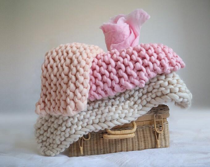 Set de 4mantitas rosadas de lana merina chunky para fotografía de bebés.