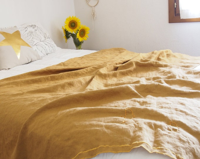 Linen Plaid washed yellow mustard. Linen bed foot washed. Linen bed bedspread yellow washed. Mustard Color