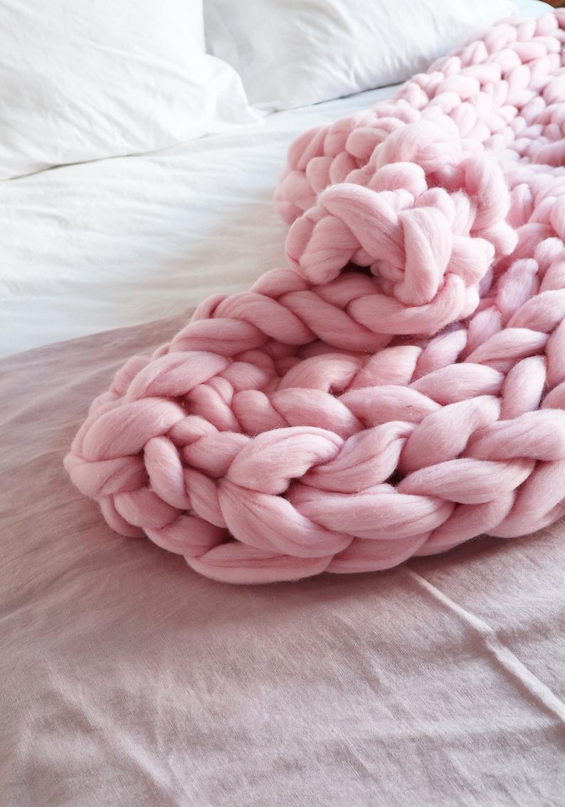 extreme knit blanket Beautiful children gift Chunky knit throw Pink chunky knit blanket Pink knit blanket merino wool blanket
