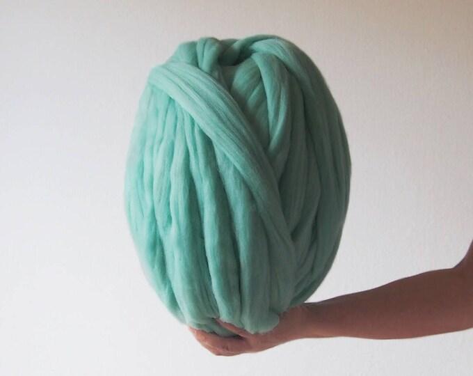 Lana XXL mint merina. Lana en mecha ideal para tejer con los brazos.