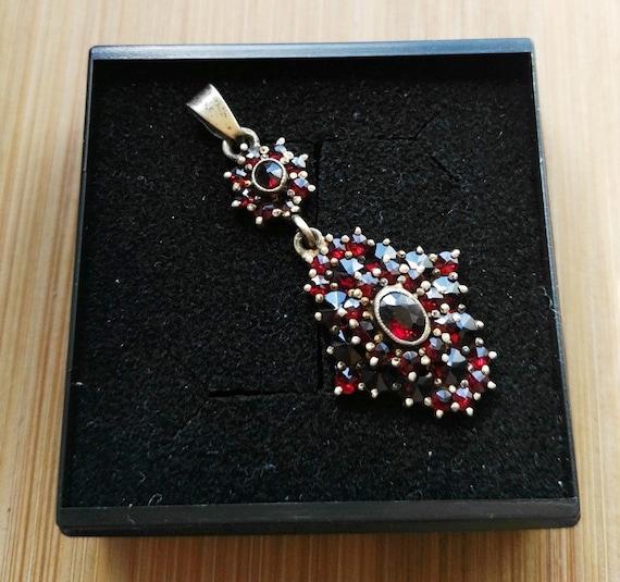 Garnet Pendant Silver 900