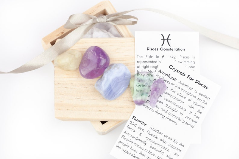 Pisces Zodiac Stone Gift Set With Crystals For Sign