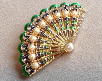 Beautiful vintage style fan brooch with faux pearl detail