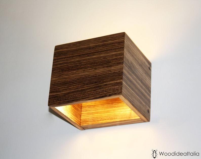 Applique in gesso di forma a cubo a doppia emissione