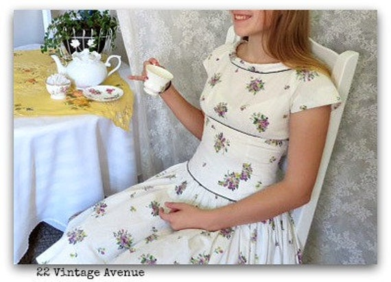Pretty Vintage Dress - Stylish Dress - Lavender Fl